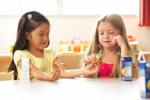 children sharing cookie
